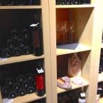 Wein, Taschen, Schuhe und Accessoires – für die Frau, die weiss, was sie will