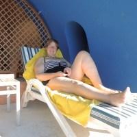 Lovey am Pool des Marina Lodge
