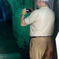 Daddy fotografiert erste Lichtimpressionen beim Eingang der Schlucht